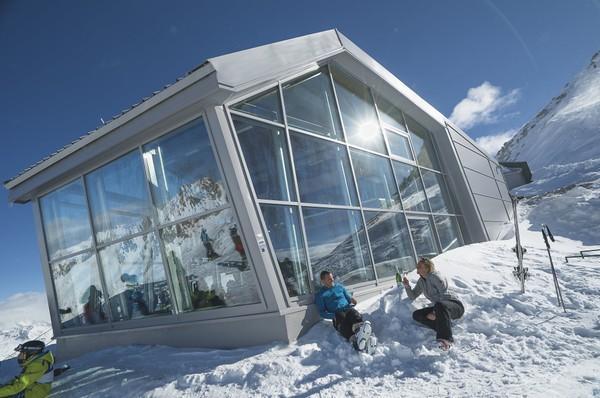 Panorama 3000 Glacier - Eine Skibar auf dem Dach des Adamello